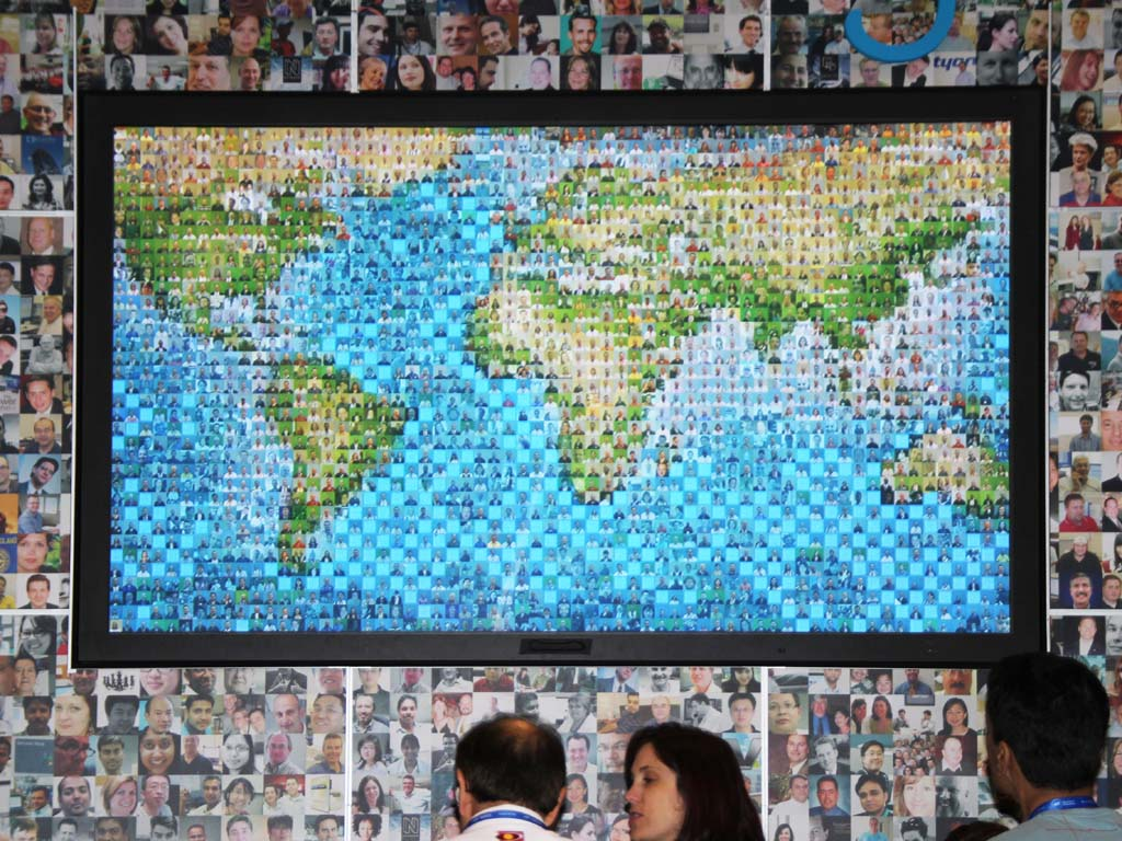 Tyco ASIS 2011 - Real-time Interactive Photo Mosaic