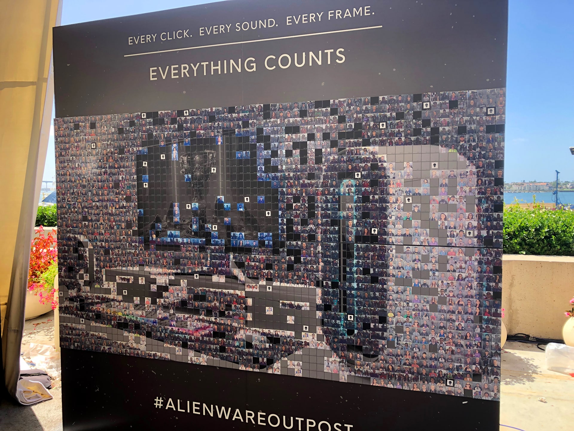 Live Print Mosaic Lease: Alienware at Twitchcon